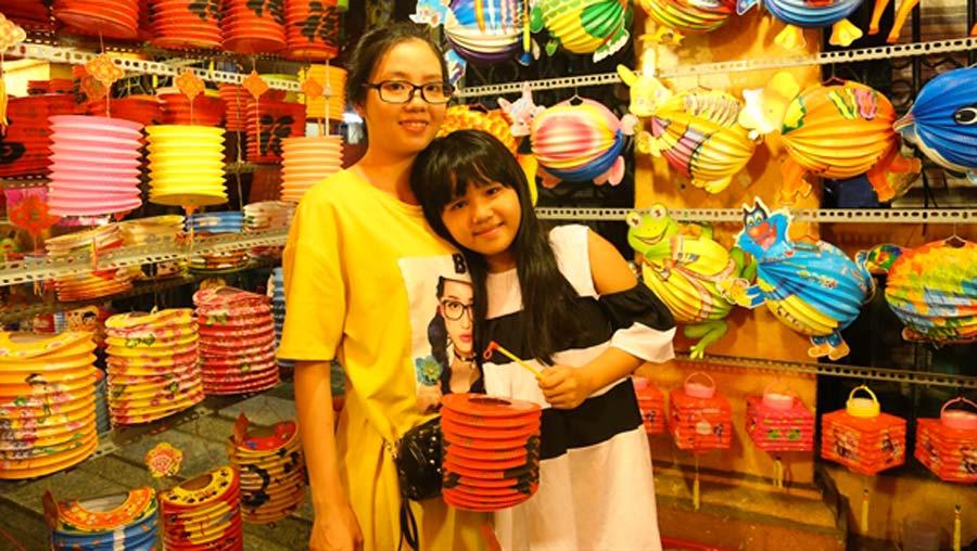 Phố lồng đèn Sài Gòn nhộp nhịp mùa trung thu, thu hút ngàn lượt du khách mỗi ngày 9
