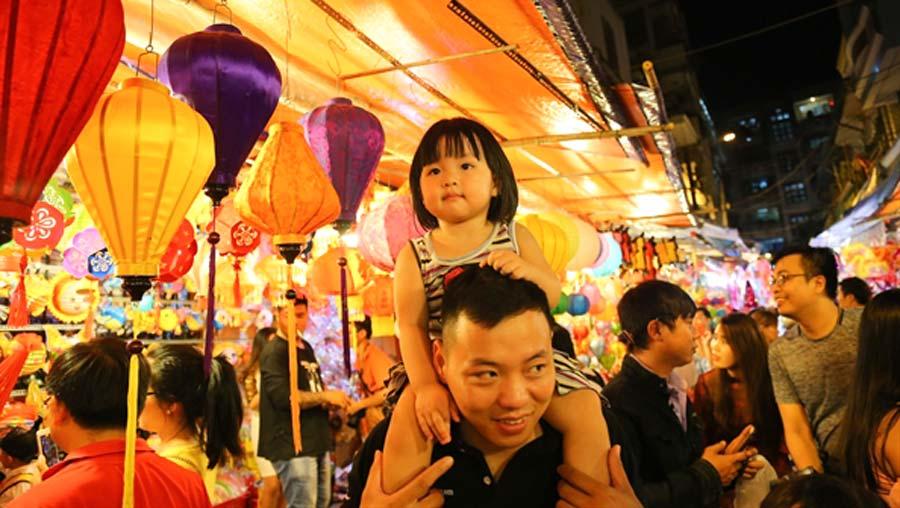 Phố lồng đèn Sài Gòn nhộp nhịp mùa trung thu, thu hút ngàn lượt du khách mỗi ngày 7