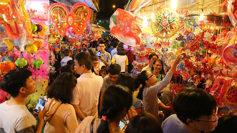 Phố lồng đèn Sài Gòn nhộp nhịp mùa trung thu, thu hút ngàn lượt du khách mỗi ngày 12